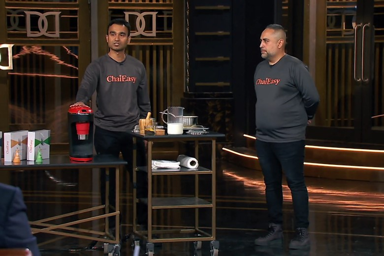 Two Canadian invention makers pitch on Dragons' Den.